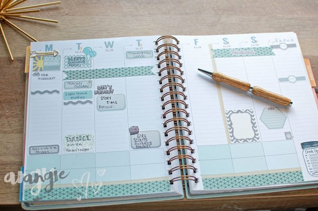 How to get organized without much time - One tip is to take a few minutes to plan each week! See the rest on the blog.