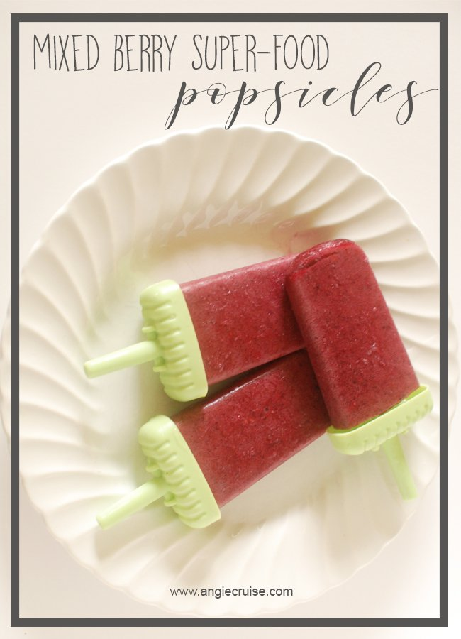 With these refreshing mixed berry homemade popsicles, your kids won't even care that they're healthy! #homemadepopsicles #healthytreats #summertreats