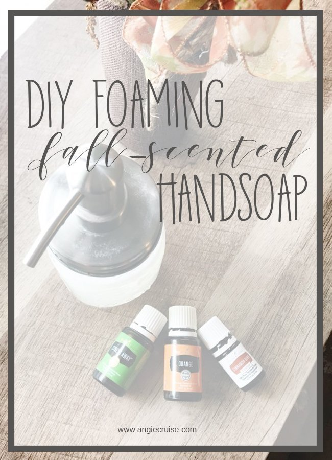 It's almost fall, ya'll! The first day of fall is officially next week, and with it comes pumpkin spice everything. Including hand soap, right? #diyhandsoap #foaminghandsoap
