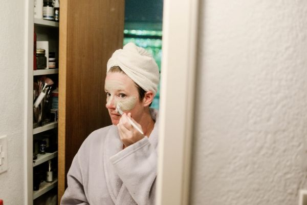 spa night at home ideas: diy face mask