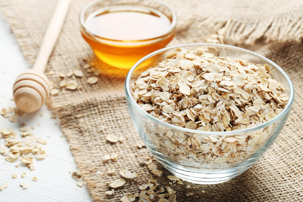 raw oatmeal and honey: natural ingredients for skincare